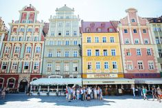 Polonia está de moda: la dinámica Varsovia compite con la histórica Cracovia y ahora también con ciudades poco conocidas como Breslavia (en la foto), con sus fachadas pintadas en alegres colores, en la llamada ruta del ámbar.