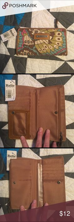 #4lbs - Relic Butterfly Pattern Checkbook Wallet NWT - Few defects as pictured. Inside 1-zipper, 12-Credit Card Skots, 3-Checkbook Slots, & 1-Large Pockets. 2-Snap Button Closures. Relic Bags Wallets
