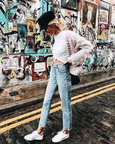 casual street style look + denim + cozy sweaters + fall fashion+ sneakers +moto cap Mode Outfits, Winter Outfits, Casual Outfits, Fashion Outfits, Fashion Trends, Summer Outfits, Quoi Porter, Business Outfit, Look Cool