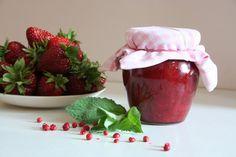 Jahodová marmeláda s mátou a růžovým pepřem