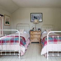 Modern country house in Devon – Toptrendpin Bedding Master Bedroom, Guest Bedrooms, Home Bedroom, Kids Bedroom, Twin Bedroom Ideas, Country Bedrooms, Bedroom Furniture, Country Modern Home, Country Homes