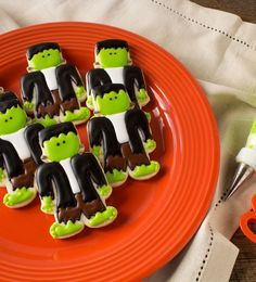Simple Frankenstein Cookies - Sugar cookies decorated with royal icing via thebearfootbaker.com