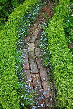 Path design ideas to makeover your front yard Brick Garden, Garden Paths, Garden Landscaping, Garden Beds, Small Garden Path Ideas, Brick Pathway, Shade Landscaping, Herb Garden Design, Pond Ideas