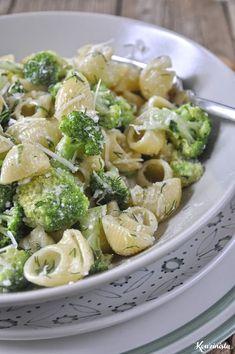 Κοχύλια με μπρόκολο & σάλτσα τυριών / Pasta shells with gorgonzola & broccoli Breakfast Recipes, Snack Recipes, Cooking Recipes, Healthy Recipes, Tasty, Yummy Food, Fajitas, Pasta Salad, Broccoli