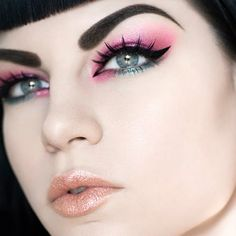 Wear a striking cat eye with pink shadows for truly unforgettable look. Complete it with orange tones glossy lips.