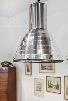 Große Industrielampe mit Schutzglas