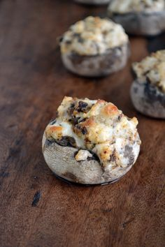 Recipe: Special Stuffed Mushrooms     16 ounce container whole fresh mushrooms (12-16 large mushrooms)   1 tablespoon vegetable oil   2 tablespoons minced garlic   1 (8 ounce) package cream cheese, softened   1/4 cup shredded Mozzarella cheese   1/4 teaspoon ground black pepper   1/4 teaspoon onion powder   1/4 teaspoon chili powder