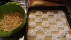 NapadyNavody.sk | Mriežkovaný jablkový koláč s tvarohom FOTOPOSTUP Grains, Dairy, Rice, Cheese, Apple, Food, Basket, Author, Top Recipes