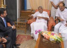 Oommen Chandy, ministro-chefe de Kerala, na Índia, colocou uma webcam em seu gabinete e tornou as imagens públicas. A experiência é uma tentativa de inovar o combate à corrupção que assola o país.