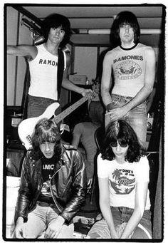 THE RAMONES (Dee Ramone; Johnny Ramone; Marky Ramone; Joey Ramone)