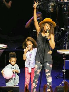 Erykah & her 2 daughters