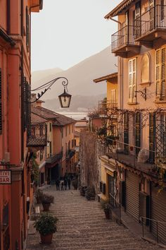 🇺🇸It's probably not the best time to promote traveling to Italy or traveling in general, due to the current situation. City Aesthetic, Travel Aesthetic, Kunst Portfolio, Lake Como Italy, Beautiful Places To Travel, Northern Italy, Aesthetic Backgrounds, Adventure Is Out There, Aesthetic Pictures