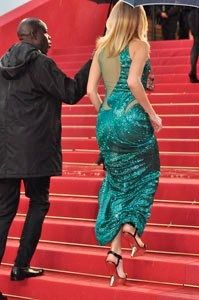 Festival de Cannes closing day. Stars showered on the Red Carpet like the rain. Was the sky crying over the end of the Festival ?