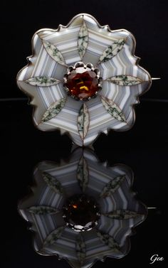 Scottish Brooch, ca. 1860, Scottish agates, Cairngorm citrine, silver, 5.6 cm, 33 g, The Scotish jewelries were started to makeing that Queen Victoria had habitually started to use Balmoral Castle be bought the British Royal Family in 1852 as a summer house. Relatively inexpensive jewelries which were set in a silver semiprecious stones such as agates and malachite caught in that area came to be made for tourists.
