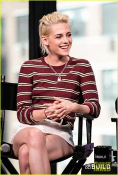 kristen stewart and billy lynns long halftime walk cast stop by aol build2 07