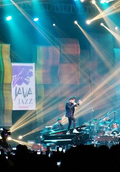 Java Jazz 2014: An entertaining performance by Jamie Cullum at Jakarta International Java Jazz Festival 2014. (Photo by Edna Tarigan) #Indonesia #music #musik