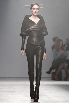 Gareth Pugh Ready To Wear Spring Summer 2013 Paris - NOWFASHION Future  Fashion 3238f0268