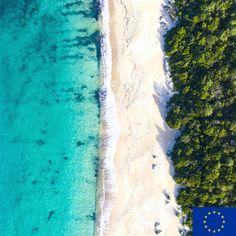 Europe Beaches, Best Travel Guides, Most Beautiful Beaches, Sardinia, Amalfi Coast, Dream Vacations, Santorini, Santorini Caldera