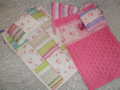 Nuken peittoja ja tyynyjä, näitä on mukava sommitella yhteen värit ja kuviot