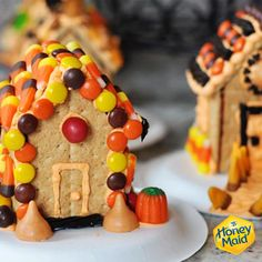 Simple Homemade Haunted Halloween Houses {Plus a Revolutionary New Way to Stick Them Together!} Great for Christmas Gingerbread Houses. Halloween Gingerbread House, Halloween Haunted Houses, Halloween House, Halloween Candy, Gingerbread Houses, Diy Halloween, Pretty Halloween, Christmas Gingerbread, Halloween 2018