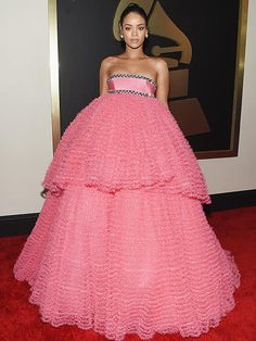 Rihanna turned heads with this [super girly] Giambattista Valli gown on the #GRAMMYs red carpet.