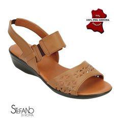 sandalia confort para damas en color cafe Shoes Sandals, Flats, Flat Shoes, Bahia Brazil, Saint Crispin, Beautiful Muslim Women, Factory Design, Designer Shoes, Me Too Shoes