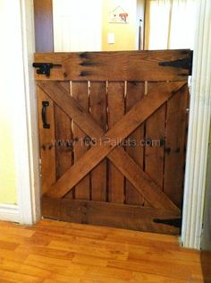 I took an old pallet, took it apart and looking at a picture of an old barn door, designed this gorgeous gate. I added a quick coat of stain and there you The post Baby or Dog Gate Made With Only One Pallet appeared first on Wood Decoration Palette. Pallet Crafts, Diy Pallet Projects, Home Projects, Woodworking Projects, Woodworking Plans, Woodworking Furniture, 1001 Pallets, Recycled Pallets, Wooden Pallets