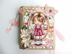 *ClayGuana: Marci With Heart Cupcake - Book Trinket