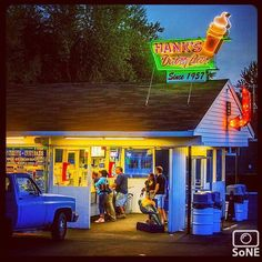 Connecticut  Pic of the Day 08.29.15  Photographer @fjgaylor  Congratulations!   Last bit of summer, Hanks Dairy Bar, Plainfield Connecticut.  #scenesofCT #plainfieldct #hanksdairybar #icecream #neonsigns #signgeeks #vintagesigns #roadsideamerica #ipulledoverforthis #thisisct #ctlife #capturethecreative #coastalliving #exploreCT #ctvisit #coastalconnecticut  #beautifulconnecticut  #connecticutgram