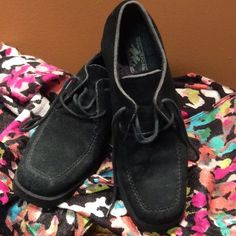 🍁NATURAL WATERPROOF SUEDE LEATHER CHUKKAS/SHOES Cute tie shoes in black suede with a chunky rubber heel.. Good condition Shoes