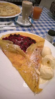 Wonderful crepe during breakfast time in the Kensington area of London