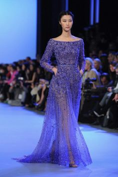 Elie Saab : Runway - Paris Fashion Week - Haute Couture S/S 2014 (Just because their stuff looks the same from season to season, doesn't mean it isn't really pretty! 60 Fashion, Couture Fashion, Runway Fashion, Fashion Dresses, Paris Fashion, Fashion Trends, Elie Saab Couture, Couture Week, Beautiful Gowns