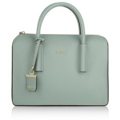 Your are looking for handbag for tough business days? Take the DKNY 'Bryant Park Saffiano Leather Tote' in soft blue: it adds a reputable message to daily office outfits. With it's straight-line shape and the fashion color to have, the bag will be always your perfect choice. Fashionette.de