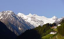 Blick zum Stubaier Gletscher  Das Stubaital im österreichischen Bundesland Tirol ist das Haupttal der Stubaier Alpen. Es verläuft vom vergletscherten Alpenhauptkamm 35 km in nordöstlicher Richtung bis in die Nähe der Tiroler Landeshauptstadt Innsbruck. Bekannt ist es vor allem als Tourismusdestination im Sommer (z.B. Stubaier Höhenweg) und Winter (Stubaier Gletscherbahn, Schlick 2000) und wegen der Produktion hochwertiger Metallwerkzeuge der Marke Stubai.