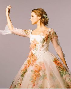 Emma W. Thailand: New pictures of Emma Watson as Belle in 'Beauty and the Beast Emma Watson Beauty And The Beast, Emma Beauty, Emma Watson Beautiful, Disney Beauty And The Beast, Emma Watson Hair, Ema Watson, Emma Watson Belle Dress, Emma Watson Gown, Belle Wedding Dresses