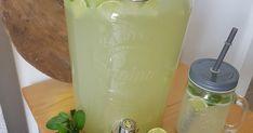 Tuhle limonádu máme u nás doma nejraději, parádně osvěží v horkých letních dnech a navíc je zdravá.   Přísady:   * 11 ks limetek  * 230 g tř... Mason Jars, Mason Jar, Glass Jars, Jars