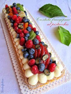 Crostata frangipane al pistacchio, namelaka al cardamomo e frutta fresca
