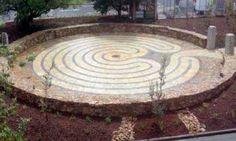 Jessie Mary Vasey labyrinth at the Heidelberg Repatriation Hospital in Victoria, Australia. Labyrinth Maze, Shri Yantra, Labrynth, Crop Circles, Victoria Australia, Land Art, Sacred Geometry, Twists, Jessie