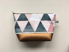 """Schminktäschchen - Kulturtasche - Kosmetiktasche """"Colorful Triangle"""" - ein Designerstück von Feito-a-mao bei DaWanda"""