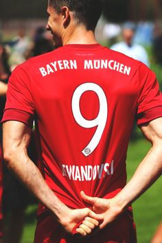 Robert Lewandowski Bby Love You! Football Troll, Football Icon, Football Is Life, Football Pictures, Robert Lewandowski, Bayern Munich Wallpapers, Milan, Real Madrid Soccer, Chelsea