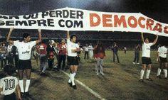 Doctorul fotbalist în faţa căruia tremurau dictatorii Corinthians Time, Sport Club Corinthians, Basketball Court, Sports, Game, Beautiful, Presidents, Soccer, Hs Sports