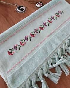 1 million+ Stunning Free Images to Use Anywhere Embroidery Flowers Pattern, Crewel Embroidery, Flower Patterns, Beaded Cross Stitch, Cross Stitch Patterns, Free To Use Images, Labor, Bargello, Baby Knitting Patterns