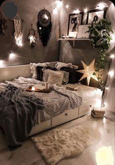 Room Ideas Bedroom, Small Room Bedroom, Decor Room, Bedroom Inspo, Wall Decor, Master Bedroom, Cosy Bedroom Ideas For Couples, Cozy Bedroom Decor, Cool Bedroom Ideas