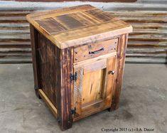 Rustic Barnwood Night Stand - régénéré, chevets de bois - table de nuit 1 tiroir 1 porte