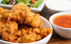 Spicy onion bhajis Who can resist a flavour-packed onion bhaji? Whether it's nibbles on a Friday night in front of the tv, party food or as a starter to a larger Indian meal, onion bhajis are a classic loved by all. Garam Masala, Indian Snacks, Indian Food Recipes, Healthy Recipes, Snacks Recipes, Yummy Recipes, Dessert Recipes, Yummy Food, Desserts