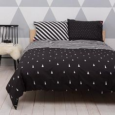 Black and White Scandinavian Interior feat the Helsinki Duvet Bedroom Color Schemes, Bedroom Colors, Bedroom Decor, Colour Schemes, Bedroom Ideas, Helsinki, Linen Bedding, Bedding Sets, Bed Linens