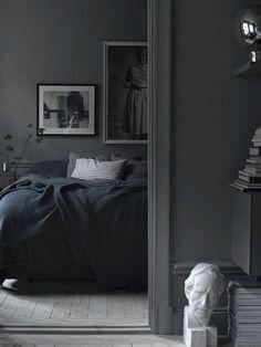 Cozy Modern Minimalist Black and Grey Bedroom Decor Ideas Black And Grey Bedroom, Grey Bedroom Decor, Black Rooms, Bedroom Green, Trendy Bedroom, Bedroom Colors, Modern Bedroom, Black Beds, Bedroom Ideas