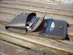 Изделия из кожи ручной работы.   Дима Мотовилов Leather Wallet Pattern, Leather Pouch, Belt Pouch, Coin Purse Wallet, Leather Gifts, Leather Craft, Leather Bag Design, Simple Wallet, Custom Leather