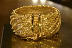 Gold Bangles For Women, Gold Bangles Design, Gold Jewellery Design, Arabic Jewelry, Indian Jewelry, Bridal Bangles, Wedding Jewelry, Gold Coin Necklace, Gold Jewelry Simple