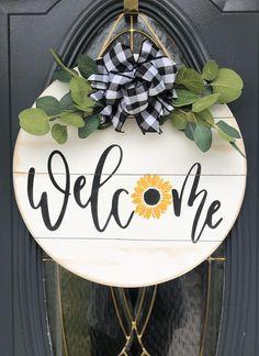 Welcome Signs Front Door, Wooden Welcome Signs, Front Door Decor, Wooden Door Signs, Wood Signs, Pallet Signs, Wooden Crafts, Wooden Diy, Sunflower Door Hanger